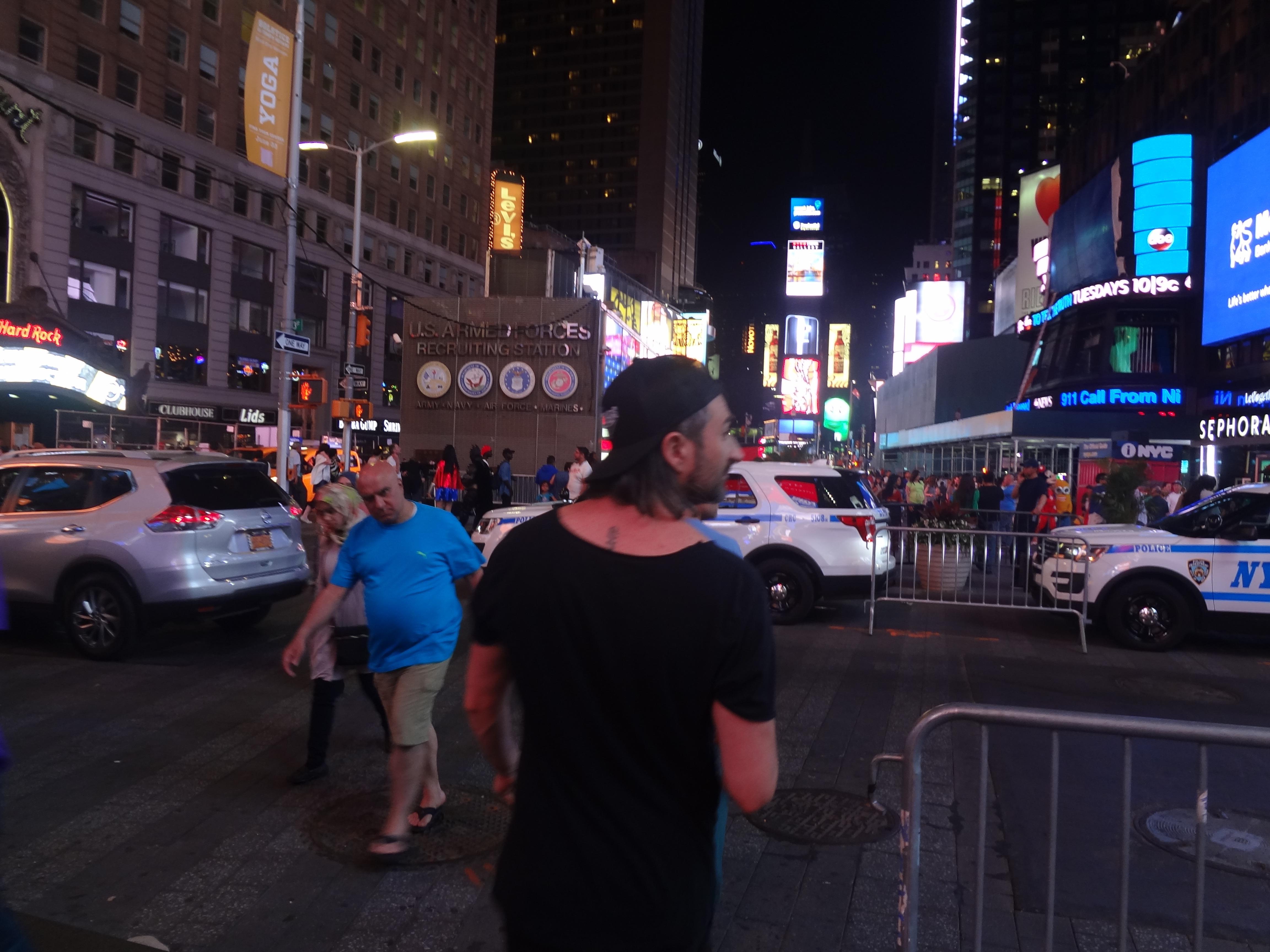 Simone sur Time Square