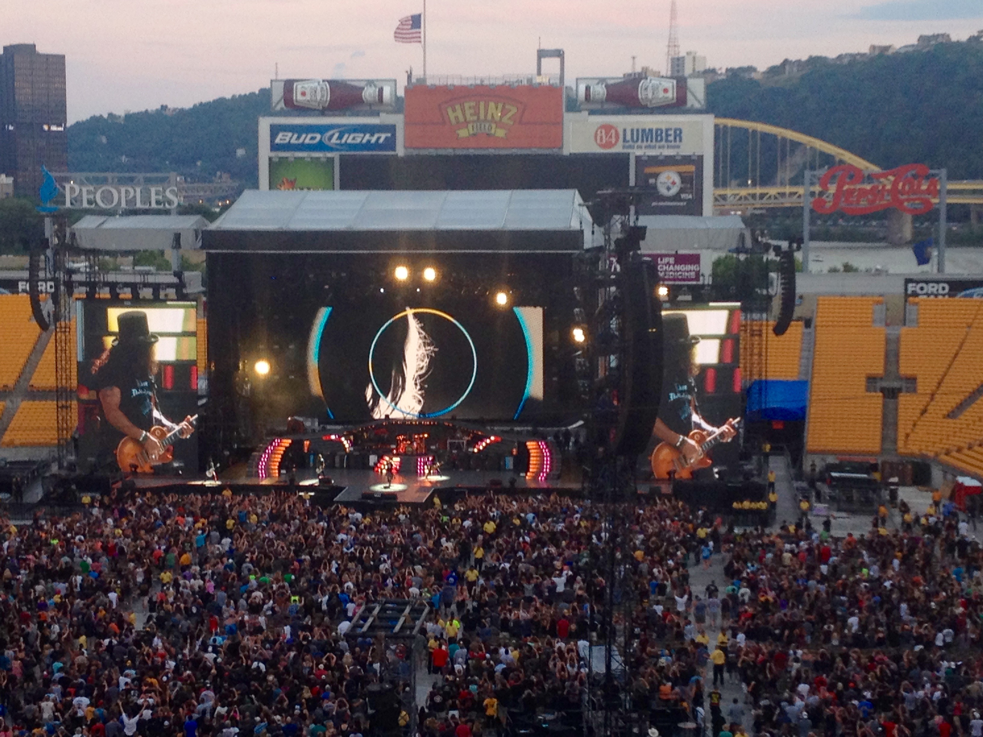 Guns n' Roses rocking it @ Heinz Field à Pittsburgh, PA.