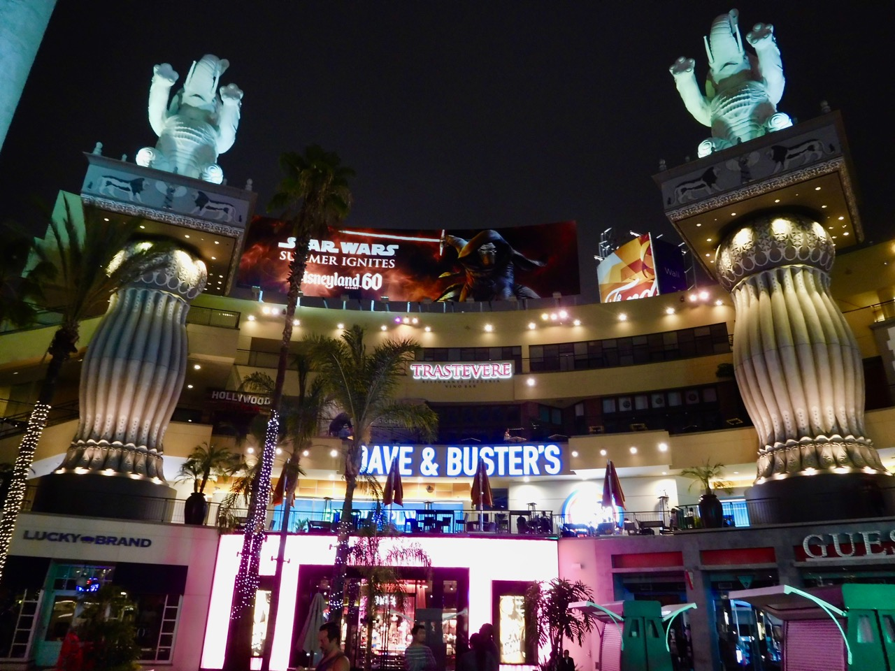 3 Days in L.A. - Hollywood Boulevard at night (2)