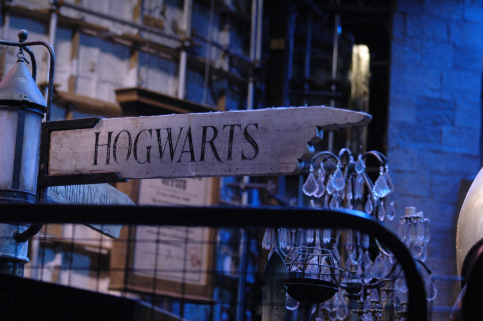 Sign to Hogwarts at the Harry Potter Warner Bros Studio