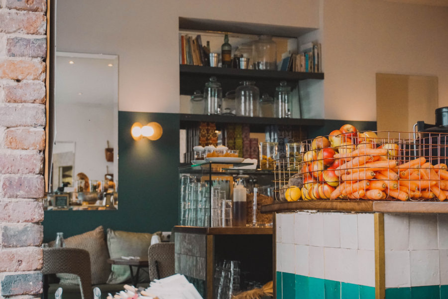 The really cute Café Pinson in Paris where to have a vegan brunch