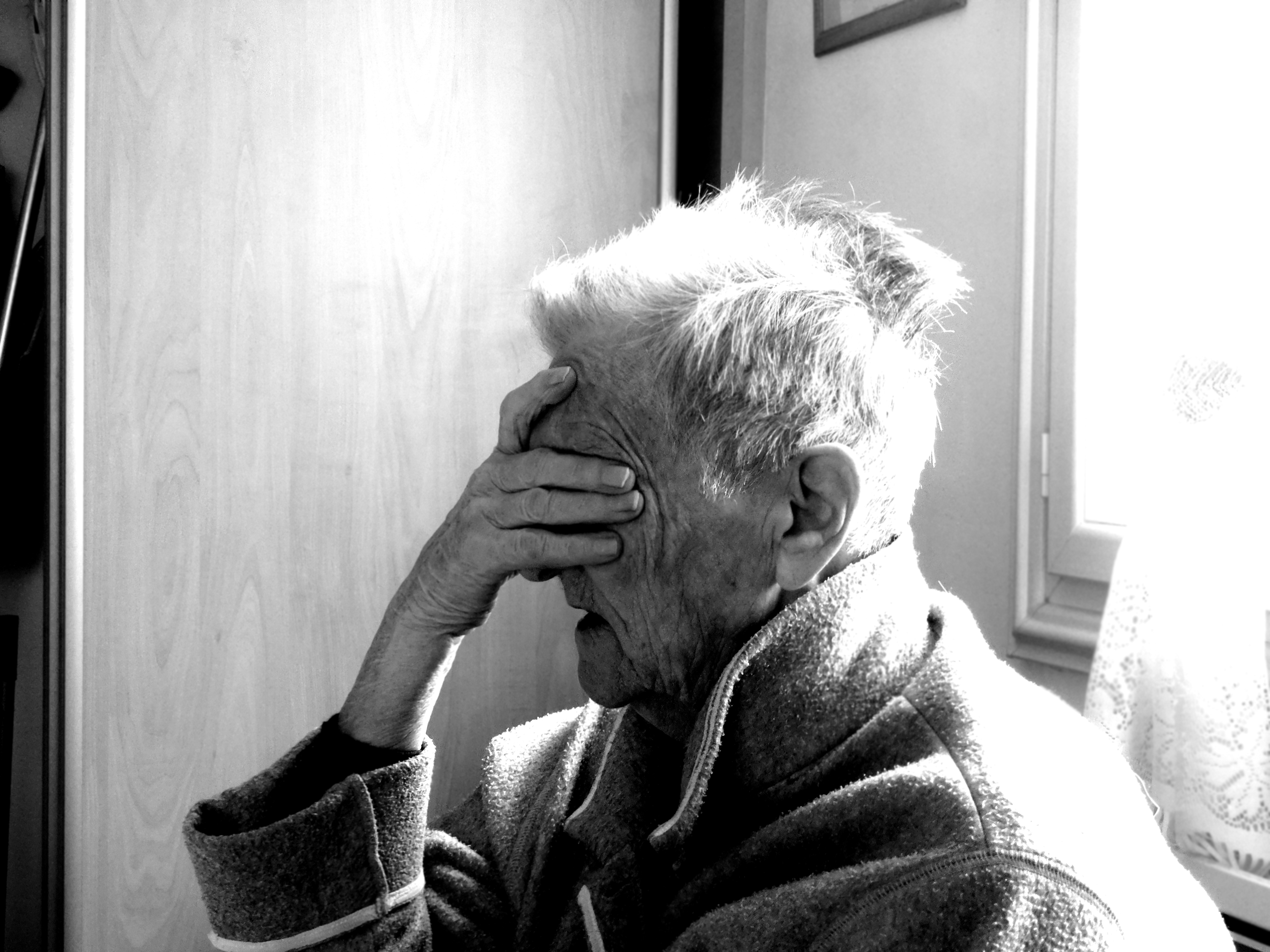 Alzheimer makes Granny forget