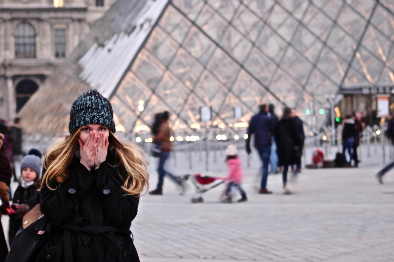Alice in front of the Louvre Pyramid