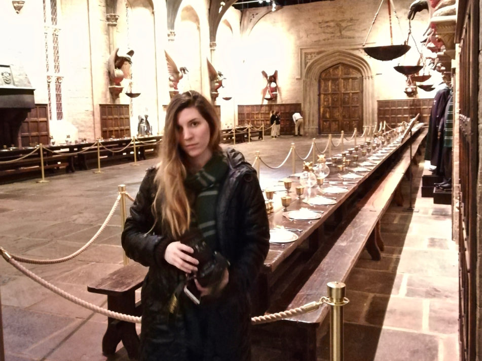 Alice in the Great Hall wearing a Slytherin scarf at the Harry Potter Warner Bros Studio