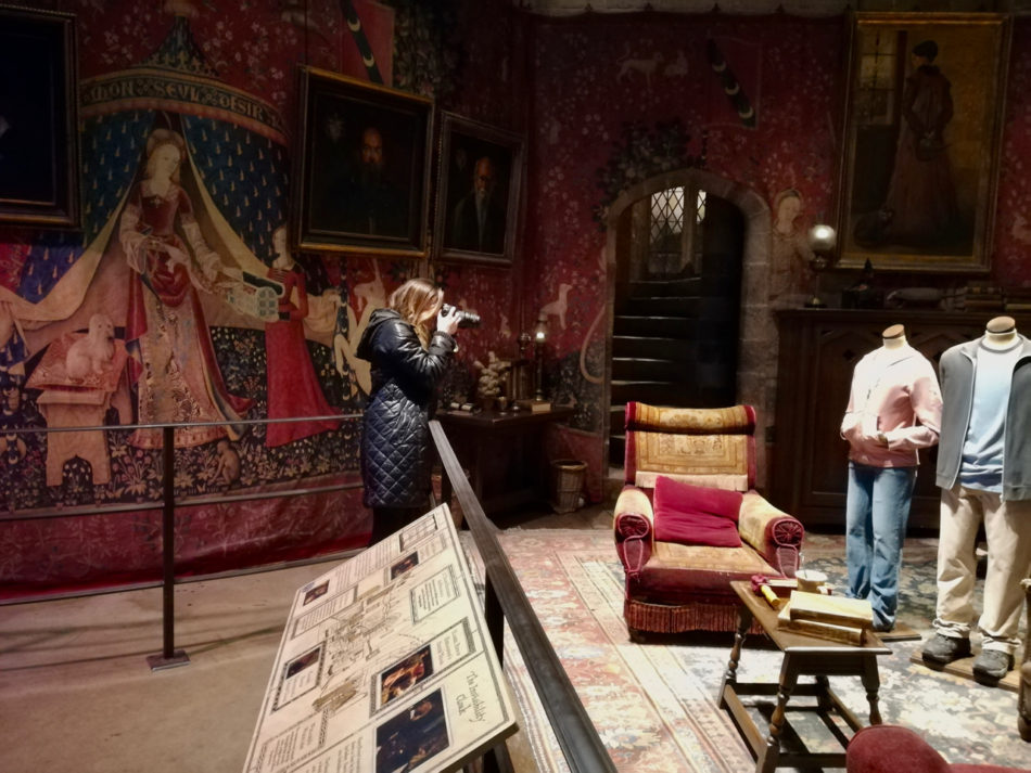 Alice shooting the Gryffindor Common Room at the Harry Potter Warner Bros Studio