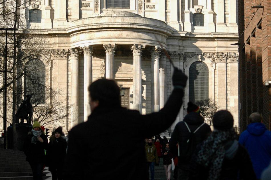 Notre guide de BritMovieTours nous emmenant à la St Paul's Cathedral pendant le tour en bus des lieux de tournages de Harry Potter à Londres