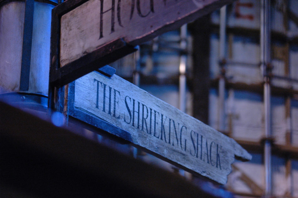 Sign to the Shrieking Shack at the Harry Potter Warner Bros Studio
