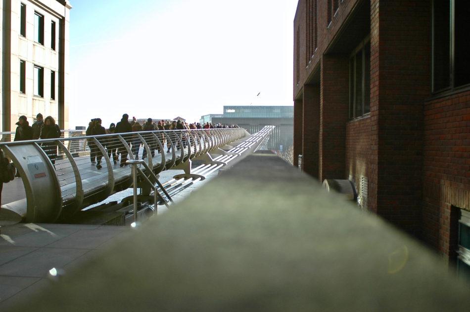 Le Millenium Bridge, détruit par les Mangemorts dans le film d'Harry Potter
