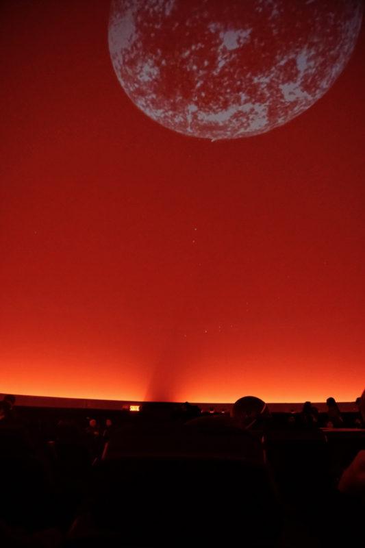 Le dôme de projection au Planétarium de Montréal