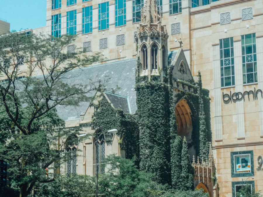 Itinerary USA road trip by bus - Chicago Church covered in vine