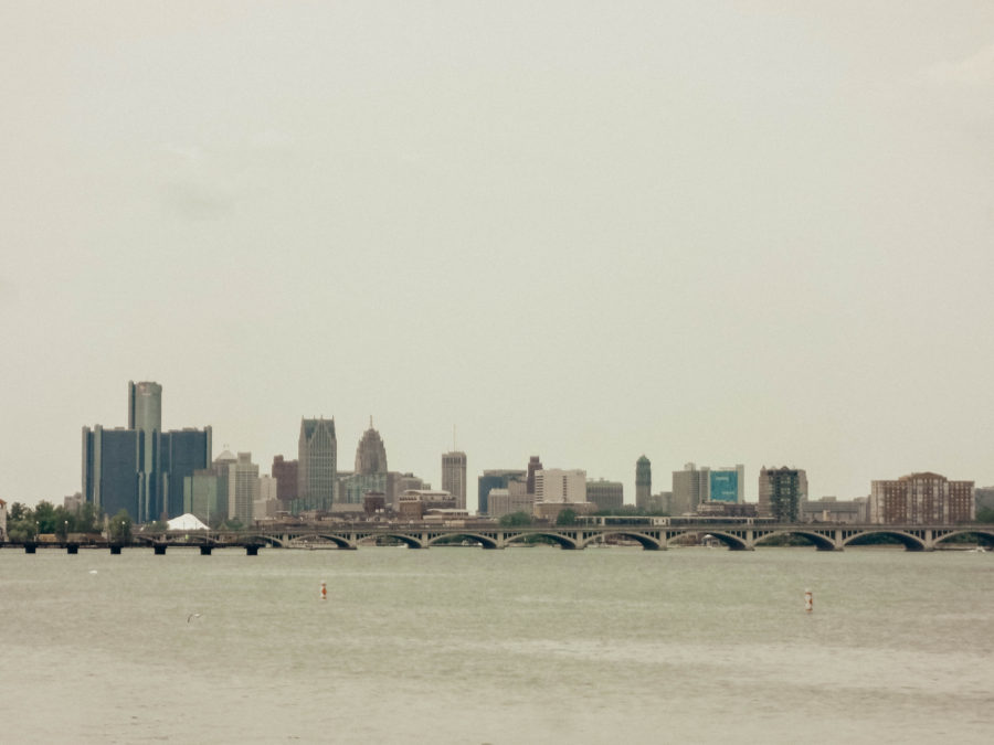 Itinerary USA road trip by bus - Detroit skyline from the beach