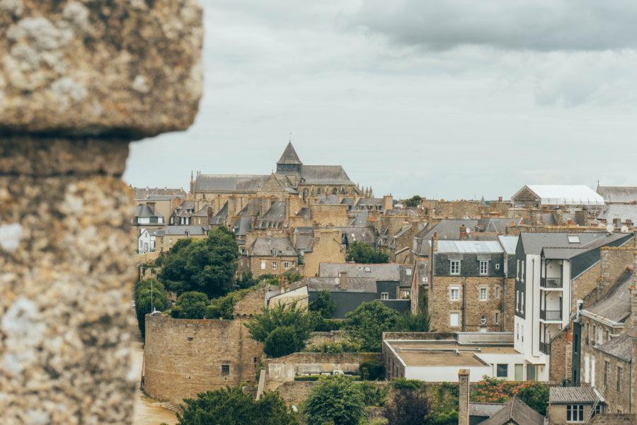 Visiter Dinan et admirer la ville médiévale depuis le château