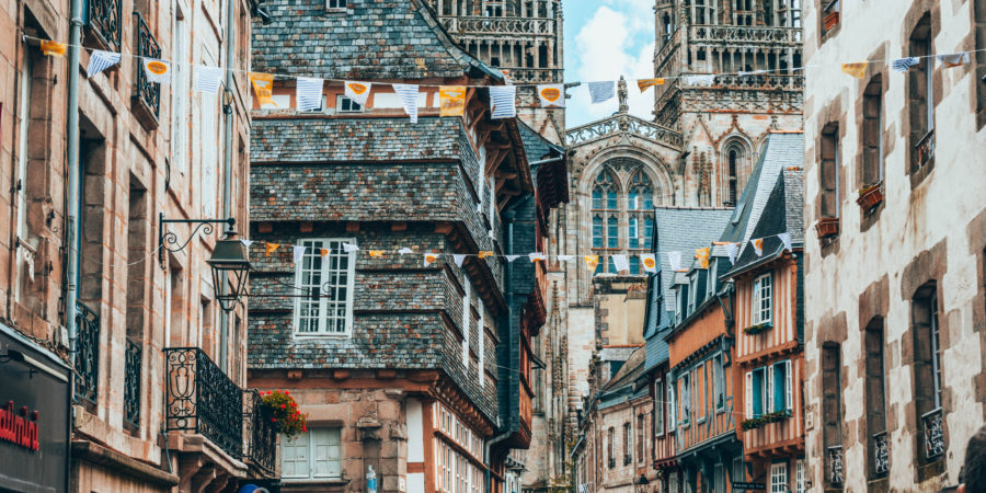 Le joli centre historique de Quimper pendant notre road trip en Bretagne en van