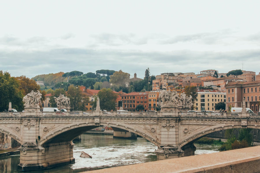 Walking along the Tiber and its bridges