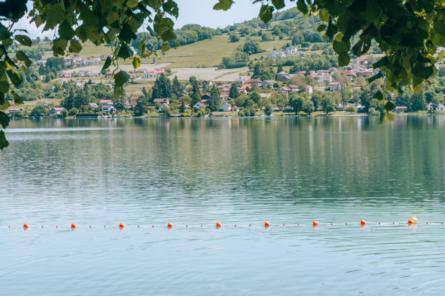 La rive du lac Paladru près de Grenoble