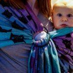 Le portage physiologique pour bébé de moins de 6 mois