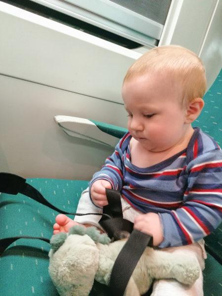 Cesare dans le train entre San Sebastian et Barcelone sur notre trajet Biarritz Rome via Barcelone en train et ferry
