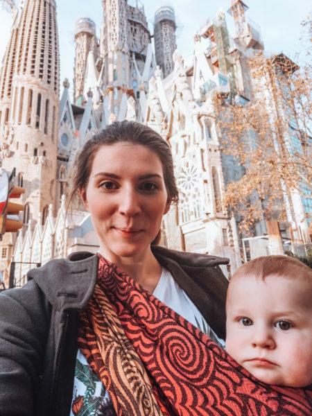 Devant la Sagrada Familia à Barcelone sur notre trajet Biarritz Rome
