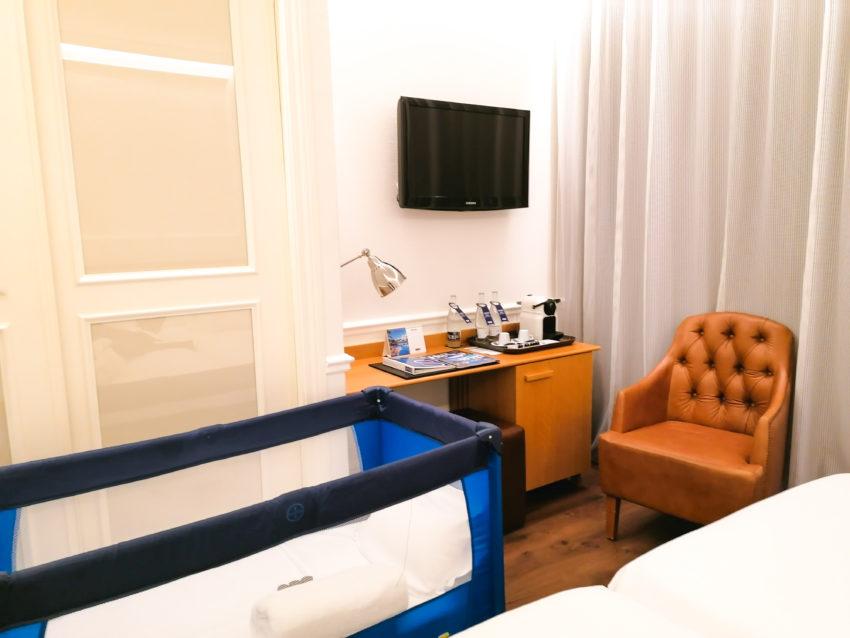 La chambre d'hôtel H10 à Barcelone sur notre trajet Biarritz Rome via Barcelone en train et ferry