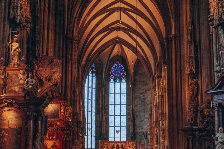 A l'intérieur de la Cathédrale Saint-Etienne de Vienne