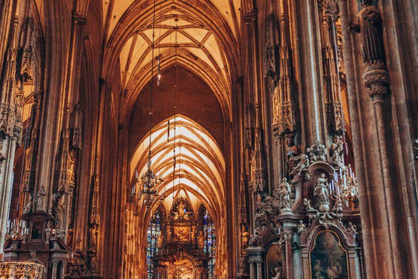 Photo de l'intérieur de la Cathédrale Saint-Etienne de Vienne