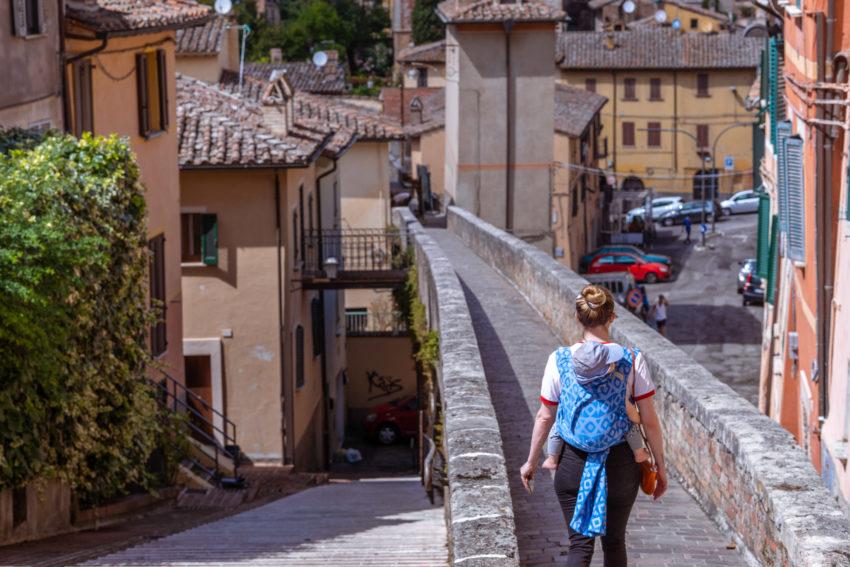 walk on the via dell'aquedotto in Perugia
