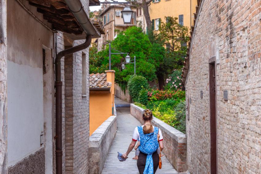 Magical walk on the via dell'aquedotto in Perugia